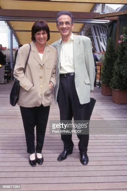 François de Closets et sa femme au tournoi de tennis de Roland Garros en juin 1995 Paris France