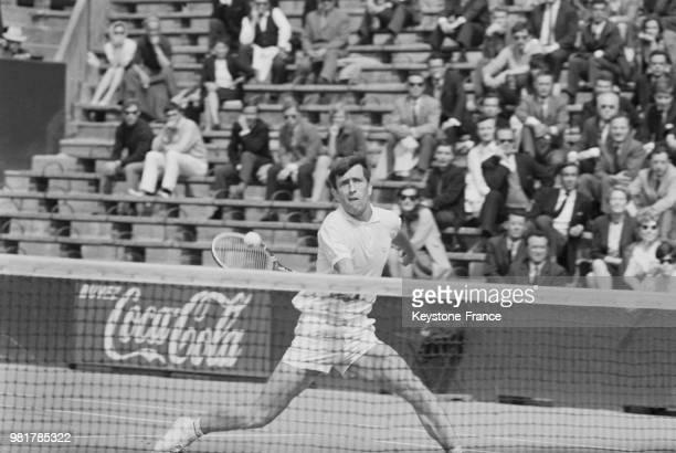 François Jauffret en action lors du match de Coupe Davis qui oppose la France à la Hongrie au stade RolandGarros à Paris en France le 19 mai 1967