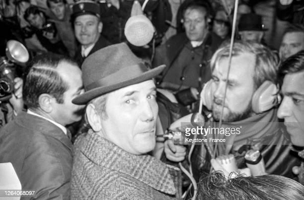 François Marcantoni inculpé dans l'affaire Markovic a été libéré sous caution les journalistes dont Christian Brincourt l'interviewent à sa sortie de...