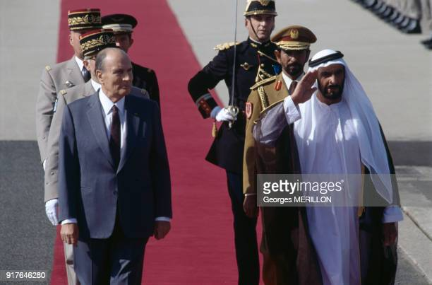 François Mitterrand avec le cheikh Zayed ben Sultan Al Nahyane à son arrivée à Paris en France le 9 septembre 1991
