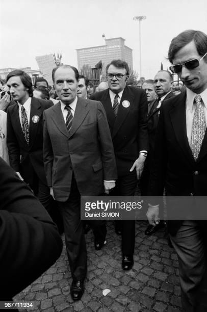 François Mitterrand et Pierre Mauroy à Lille lors de la campagne pour les élections présidentielles le 28 avril 1974 France