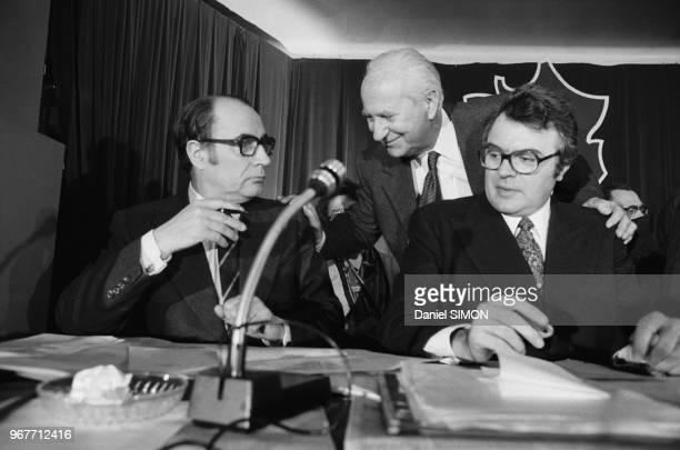 François Mitterrand et Pierre Mauroy lors d'un congrès du PS à Suresnes le 24 mars 1974 France