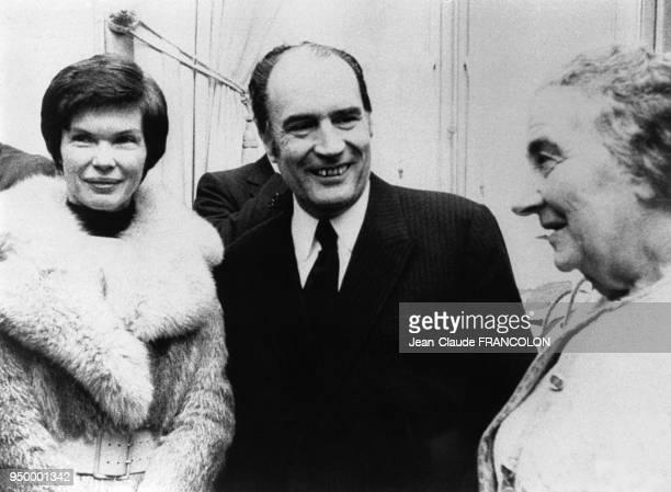 François Mitterrand et sa femme Danielle accompagnés de Golda Meir à Paris France en mai 1974
