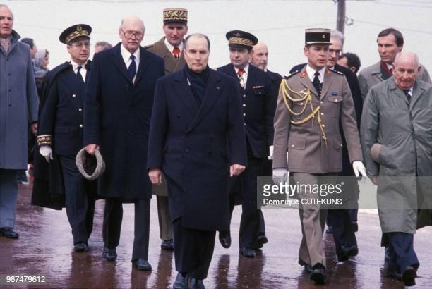 François Mitterrand visite le camp de concentration de Struthof en Alsace avec au second plan le conseiller du président de la République François de...