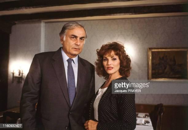 François Perrot et Catherine Rouvel sur le tournage du téléfilm L'escargot noir réalisé par Claude Chabrol pour la série télévisée Les Dossiers de...