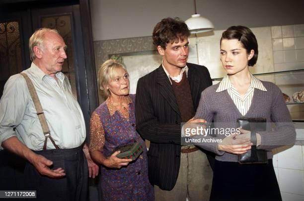 II / AUT 1996 / Franz Antel Karl Bockerer und seine Frau Binerl haben zwar den Krieg überstanden der Sohn aber ist vor Stalingrad gefallen die...