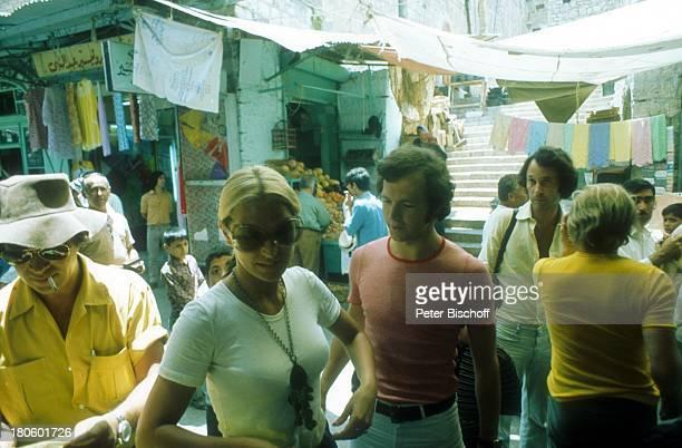 Franz Beckenbauer 1 ExEhefrau Brigitte Beckenbauer am Rande der Dreharbeiten für den Film Libero Jerusalem/Israel/Nahost Naher Osten Altstadt Basar...