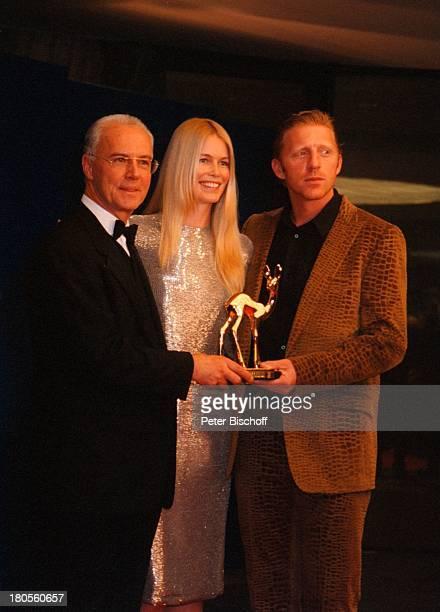 Franz Beckenbauer Claudia Schiffer BorisBecker ARDLive 52BambiVerleihung Hotel EstrelConvention Center Berlin Deutschland Europa Preis Kleid