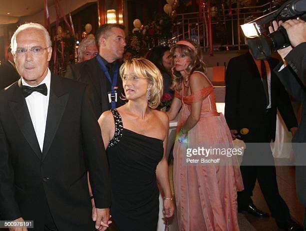 """Franz Beckenbauer , Ehefrau Sibylle, Gisela Muth , Charity-Veranstaltung, 10. """"Unesco-Benefiz-Gala"""", Köln Deutschland, Europa, """"Maritim"""" Hotel,..."""