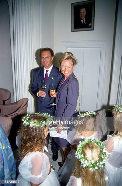 Franz Beckenbauer Ehefrau Sybille Hochzeit von J a c k W h i t e und Janine Eke Fußballer Sportler trinken Getränk Kinder