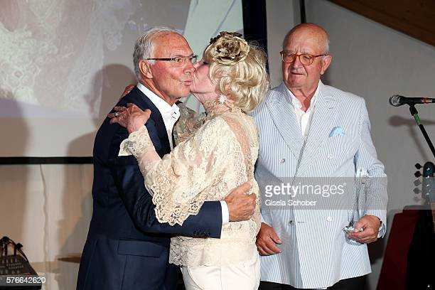 Franz Beckenbauer Elke Sommer with award and Alois Hartl during the Kaiser Cup 2016 gala on July 16 2016 in Bad Griesbach near Passau Germany