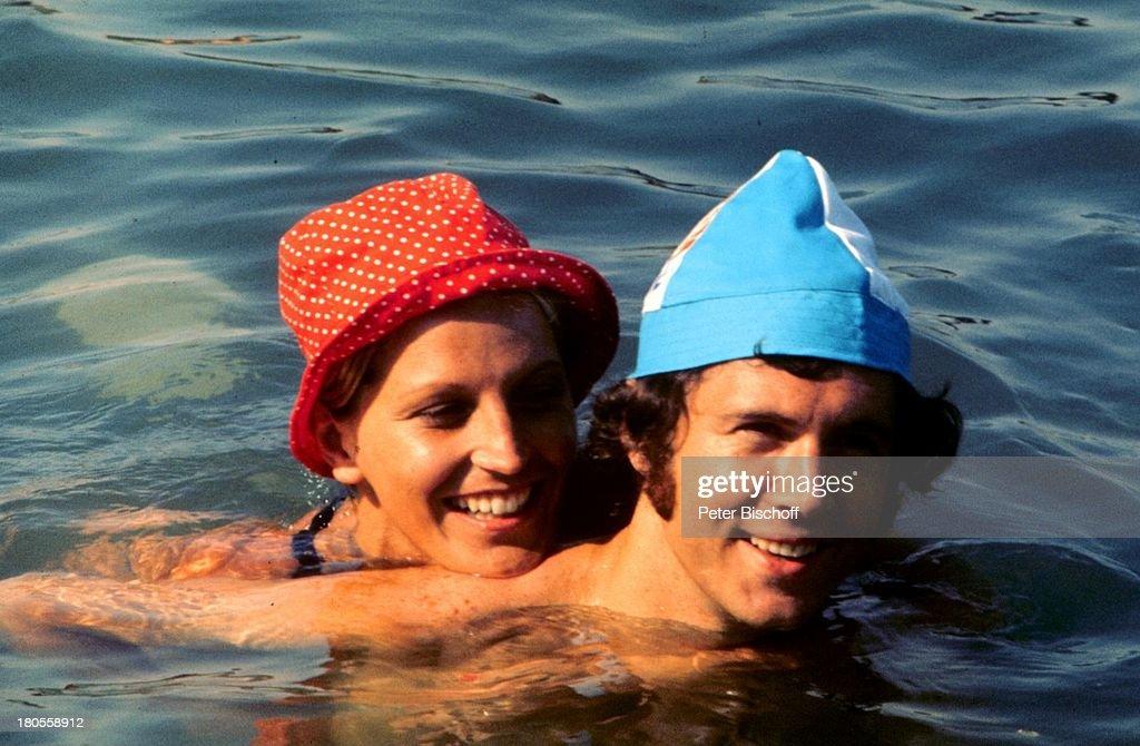 Franz Beckenbauer, Ex-Ehefrau Brigitte,;Dreharbeiten zu 'Libero' : News Photo