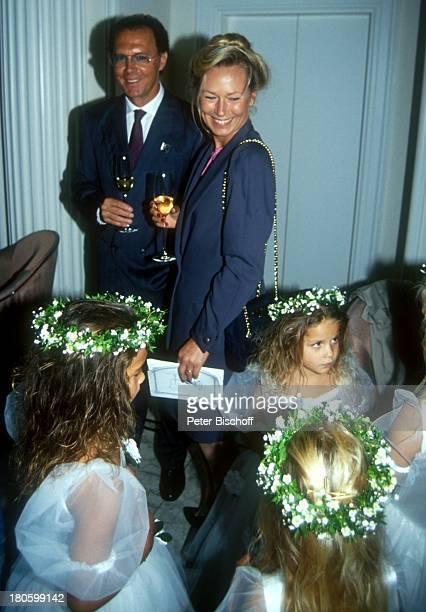 Franz Beckenbauer Lebensgefährtin Sybille Weimer Hochzeit von Jack White und Janine Eke Hochzeitsfeier BlumenstreuMädchen Freundin Glas Sekt Getränk