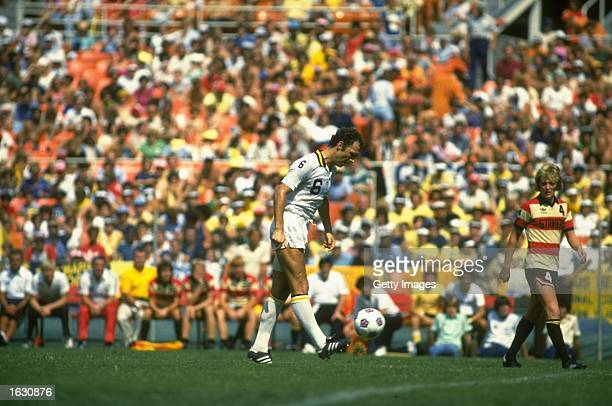 Franz Beckenbauer of New York Cosmos in action during a match against the Fort Lauderdale Strikers in the North American Soccer League. \ Mandatory...