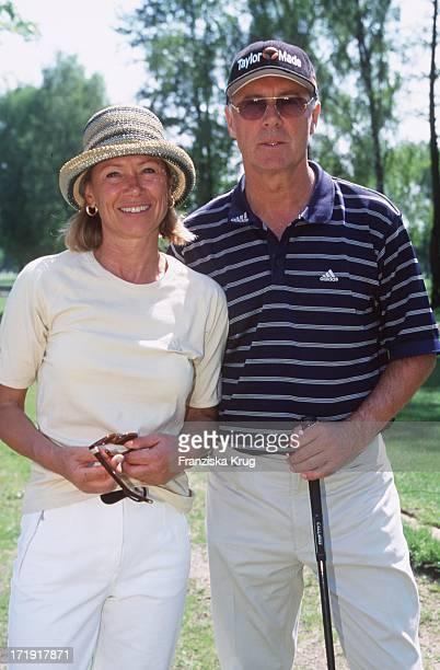 Franz Beckenbauer und Ehefrau Sybille Beim 'Rbu Charity Golf Cup 2001' In Hamburg