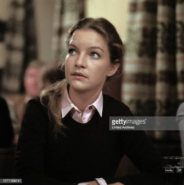 Franz Josef Wild Sonja trifft im Gasthof auf den Wirt Gassner, den sie verdächtigt, am Tod ihrer Eltern Schuld zu haben. Als Gassner sie sieht,...