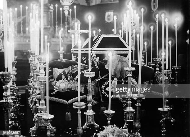 Franz Joseph I. *1830-1916+Kaiser von Österreich und König vonUngarn 1848 - 1916Aufbahrung in der Hofburg - Pfarrkirche- 1916