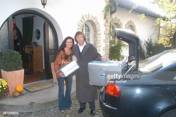 Franz Lambert Ehefrau Christa Lambert Homestory Heppenheim Musiker Orgelspieler Koffer Auto Abschied packen Kofferraum Familie Promis Prominente...
