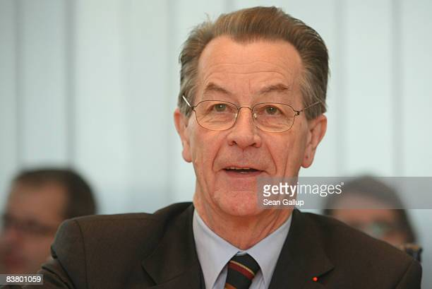 Franz Muentefering Chairman of the German Social Democrats arrives for a meeting of the SPD leadership on November 24 2008 in Berlin Germany A...