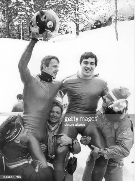 Franz Wembacher und Hans Stanggassinger nach ihrem Sieg auf den Schultern ihrer Betreuer Die Berchtesgadener haben am bei den Olympischen...