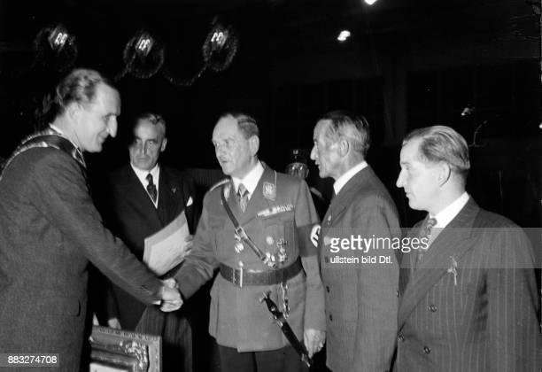 Franz Xaver Epp seit 1916 Ritter von Epp Berufssoldat General Politiker Deutschland von 1933 bis 1945 Reichsstatthalter in Bayern Festlichkeiten aus...