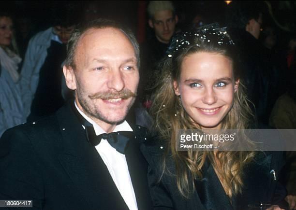Franz Xaver Kroetz Ehefrau MarieTheres Relin Besuch beim 'Circus Roncalli' München Zirkus Frau