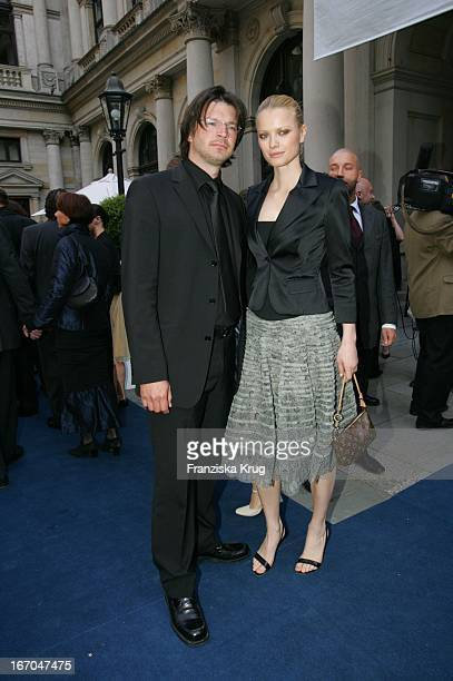 Franziska Knuppe Mit Ihrem Ehemann Christian Moestl Bei Der Verleihung Der Goldenen Feder In Der Handelskammer In Hamburg