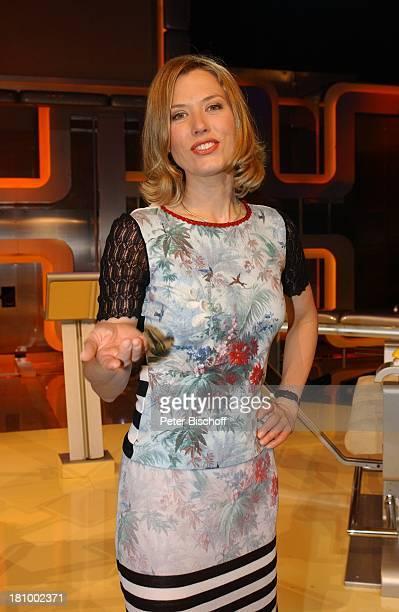 Franziska Reichenbacher ARDSendung Star Quiz mit J R G P I L A W A zum Thema Muttertag Hamburg TVModeratorin Studio Promis Prominente Prominenter