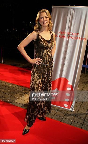 Franziska Reichenbacher Gala Hessischer Film und Kinopreis 2 0 0 4 Frankfurt Deutschland PNr 1395/2005 Abendkleid roter Teppich Ganzkörper Ansagerin...