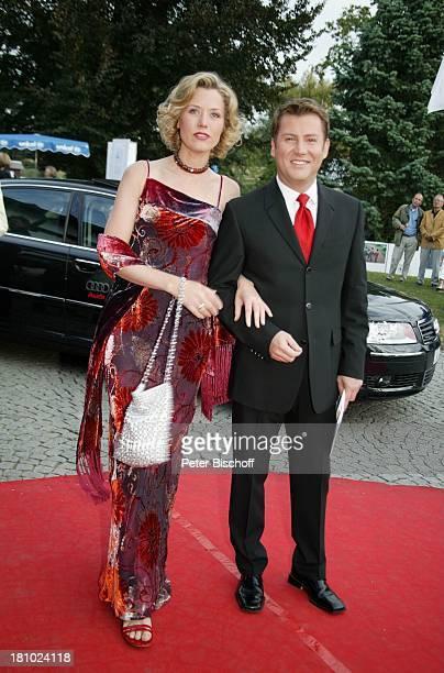 Franziska Reichenbacher Jens Riewa BenefizGala 1 SchafhofFestival für UNICEF 2003 Kronberg/im Taunus Schafhof roter Teppich Promis Prominenter...