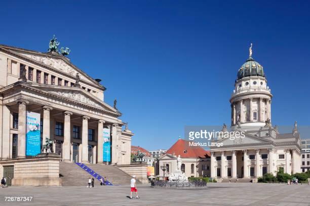 franzoesischer dom (french cathedral), schiller memorial, konzerthaus (concert hall), gendarmenmarkt, mitte, berlin, germany, europe - konzerthaus berlin - fotografias e filmes do acervo