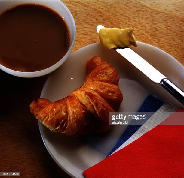 COL 'Französisches Frühstück' Croissant Cafe au lait Messer Butter 00001995