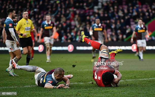 Fraser McKenzie of Edinburgh dives over to score his side's first try under pressure from Mike Brown of Harlequins during the European Rugby...