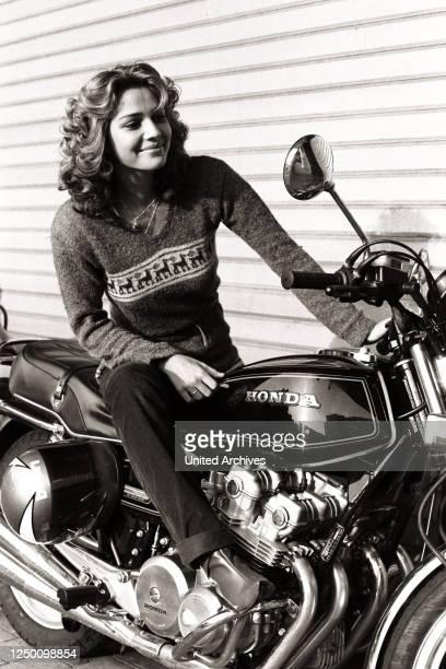 Frau motorrad bilder mit Fraukes