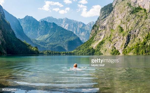 frau bathing in the obersee, behind watzmann, mountain scenery, berchtesgaden alps, national park berchtesgaden, oberbayern, bavaria, germany - berchtesgaden national park stock photos and pictures