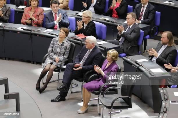 Frau Elke Büdenbender FrankWalter Steinmeier der zwölfte Bundespräsident der Bundesrepublik Deutschland Frau Daniela Schadt Deutschland Berlin...