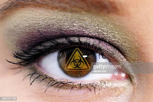 Frau Frauen Auge Augen braune braunes geschminkte geschminkt MakeUp Lidschatten Wimpern Iris CloseUp CloseUps Nahaufnahme Nahaufnahmen bunt buntes...