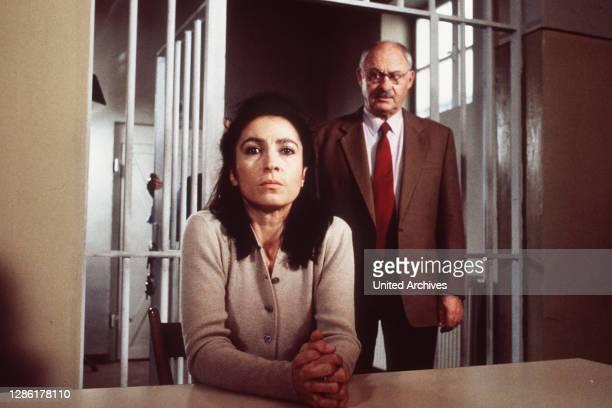Frau Klausen steht unter dem Verdacht Armin Fuchs ermordet zu haben. Szene mit ROLF SCHIMPF als Leo Kress. Regie: Hans-Jürgen Tögel aka. Diesmal war...