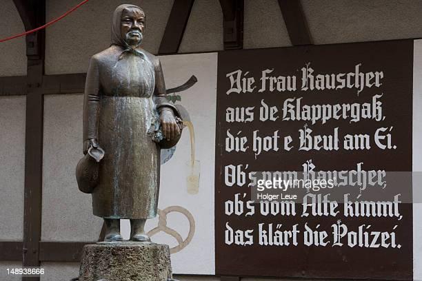frau rauscher brunnen fountain in sachsenhausen. - frau photos et images de collection