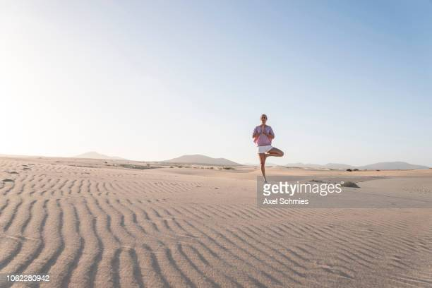Yoga Frau Stock Photos And Pictures Getty Images