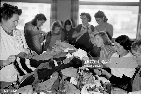 Frauen beim Wäsche Sammeln; Wäschesammlung für Soldaten