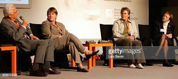 Frauen und Maedchen Fussballkongress 2005 Koeln 080405 Podiumsdiskussion KarlJosef TANAS/WFLV Hannelore RATZEBURG/DFB Tina THEUNEMEYER/DFB Karen...