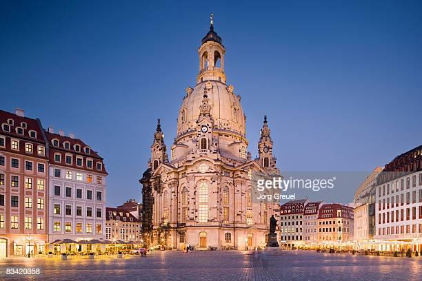 frauenkirche at dusk - dresden stock-fotos und bilder