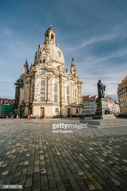 frauenkirche dresden in winter - dresden stock-fotos und bilder