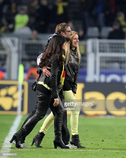 Frauenschwarrm Trainer Jürgen Juergen Klopp Borussia Dortmund mit seiner Frau Ulla und Jola die Frau von BVB Manager Michael Zorc Borussia Dortmund...