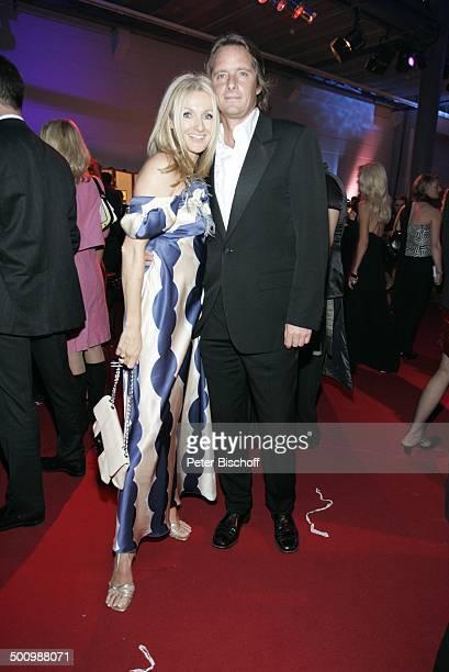 """Frauke Ludowig, Ehemann Kai Roeffen, ZDF-Gala """"Deutscher Fernsehpreis"""", Köln, , """"Coloneum"""", roter Teppich, P r e i s v e r l e i h u n g, Foyer,..."""