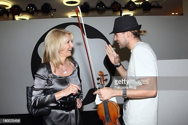 """Frauke Ludowig Und David Garrett Bei Der Premiere Des """"Montblanc Star Nicolas Rieussec Monopusher Chronograph"""" Im Kadewe In Berlin ."""