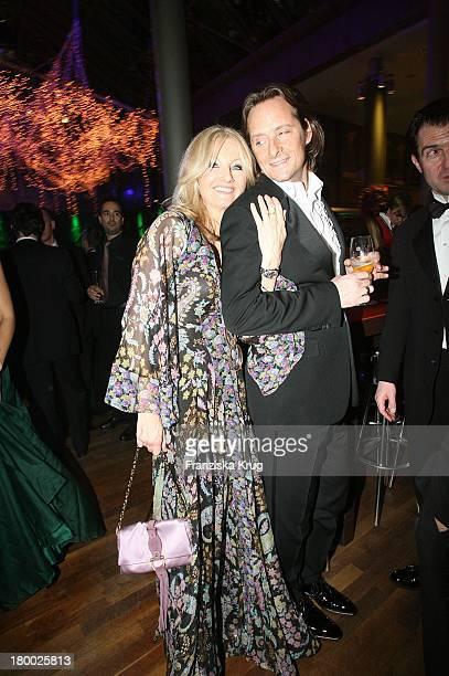 Frauke Ludowig Und Ihr Ehemann Kai Roeffen Bei Der Aftershowparty Nach Der 42 Verleihung Der Goldenen Kamera In Berlin