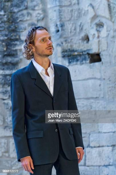 Frédéric Le Sacripan dans 'Les suppliantes Eschyle pièces de guerre' une adaptation pour le théâtre mise en scène par Olivier Py et présentée en tant...