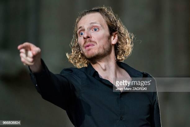 Frédéric Le Sacripan le 19 juillet 2016 dans 'Les Sept contre Thèbes Eschyle pièces de guerre' une adaptation pour le théâtre mise en scène par...